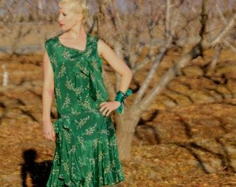 Stunning Emerald green 1920s silk dress with bows, buttons and vivid pussy willow print