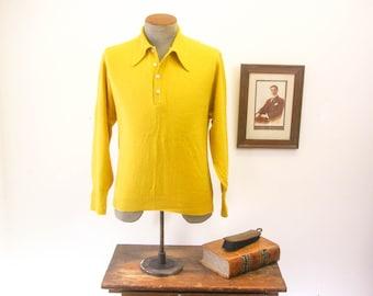 1960s Mens Knit Acrylic Long Sleeve Shirt Vintage Mustard Yellow Pullover Ban-Lon type Shirt by Heritage Sportswear Wintuk - Size MEDIUM