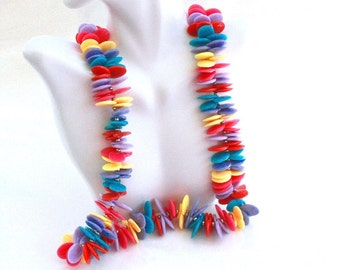 Plastic Cluster Necklace ~ Colorful Vintage 1980s Long Disc Bead Necklace