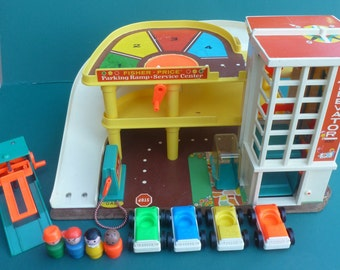Vintage FISHER PRICE Play Family Action Garage 930 1970s 4 Little People Wood 4 Cars Grease Rack Service Lift with Box