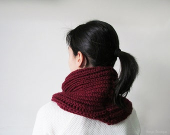Hand Knitted Cowl in Burgundy - Chunky Knit Cowl - Neckwarmer - Wool Blend