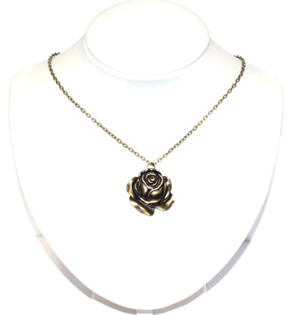 Flower metal pendant necklace casual boho chic gothic delicate cyber naturale affordable gift