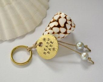 beach babe hawaiian keychain with marble cone shell