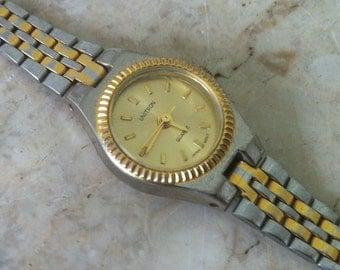Vintage Womens Watch, Unitron Watch, Quartz, Japan Mvt,  President Style, Two Tone, two tone adjustable band. 18 x 26 mm
