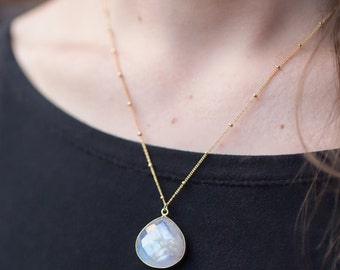 Rainbow Moonstone Necklace, Moonstone Pendant, Moonstone Jewelry, 14k Gold Filled chain, Satellite Chain Necklace, Gold Moonstone