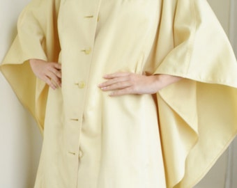 1960's Pale Yellow Caplet
