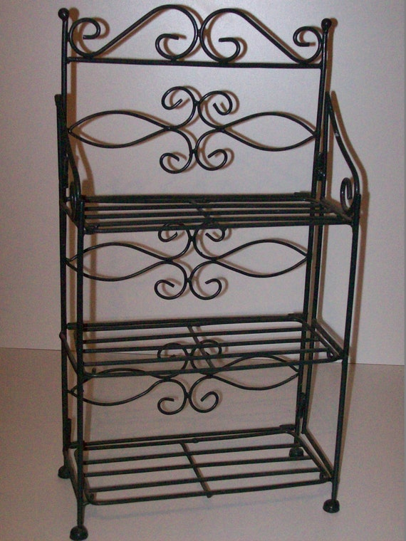 green metal display shelves collectible display collectible. Black Bedroom Furniture Sets. Home Design Ideas
