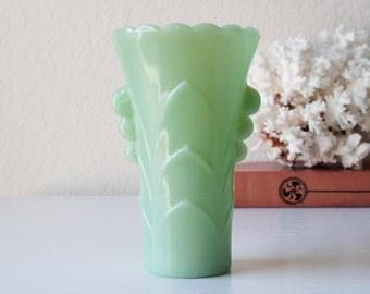 Vintage jadeite vase art deco green glass jadite scalloped edge holder