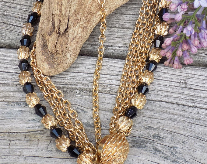 Vintage gold tone necklace and earrings