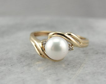 White Pearl Bypass Ring in Yellow Gold L7Z62W-P