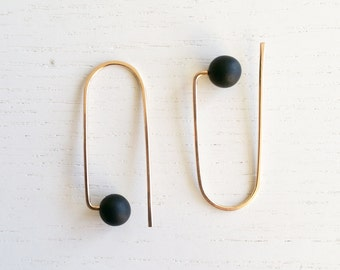 CURVE_B | black earrings, gold earrings, loop earrings, minimalist, modern jewelry, hook earrings, dangle earrings, circle earrings |