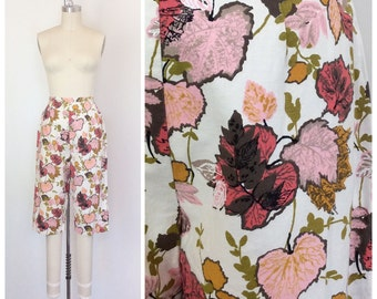 60s Leaf Print Cotton Pants / 1960s Vintage High Waisted Novelty Print Capris / Medium / Size 6