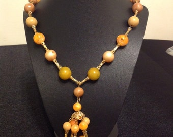 Orange and Tan Fun Necklace from the 21 1950s