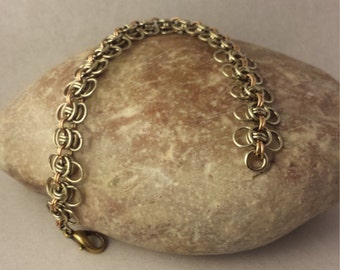 Flexible and light refined bracelet