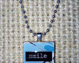 Scrabble tile necklace that says 'Smile'
