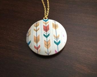 gold locket necklace, gold locket, locket, locket necklace, white locket, arrow necklace, arrow, arrow jewelry, gold necklace, necklace