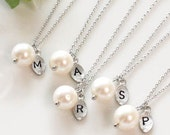 Bridesmaid gifts - Set of 5 -Leaf initial, pearl pendant necklace,Personalized necklace, freshwater pearl, Bridesmaids Gift, P9001-W