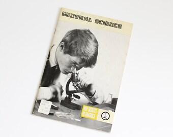 1972 Boy SCOUT MERIT Badge Book 3332 Booklet General Science Scouting Pamphlet Guide BSA Vintage America