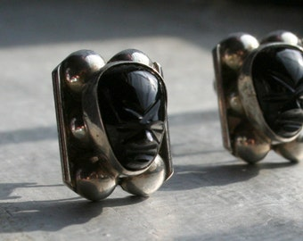 Vintage Black Onyx Mayan Aztec Face Mask Earrings. Mexico Sterling Silver Ball Detail Setting Screw Back non pierced. Vintage Mexican Silver