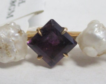 Antique 1900's 14 kt Gold Bar Pin w/Natural Baroque Fresh Water Pearls & 3 Square Faceted Deep Purple Amethyst.