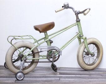 Vélo enfant  vert menthe Frenchvintagecharm, tricycle vert pastel, vélo vintage, brocante française
