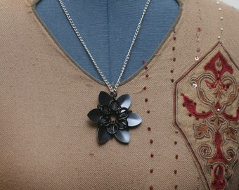 Black Scalemaille Flower Necklace