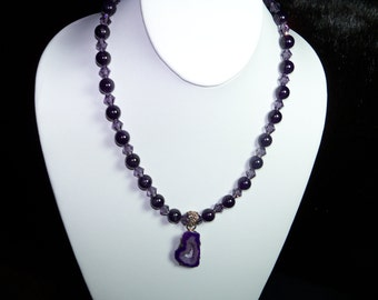 A Beautiful Amethyst Necklace, Bracelet and Earrings. (201518)
