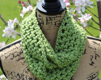 Infinity Scarf, Chunky Scarf, Green Color, Winter Scarf, Gifts for Her