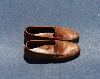 Vintage 100% Leather Loafers (size 7.5)