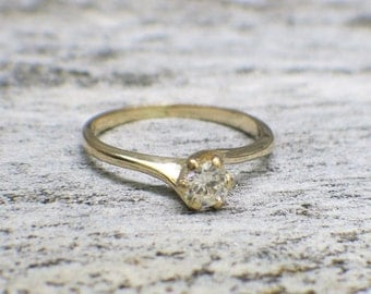 Vintage Diamond Solitaire Gold Twist Engagement Ring