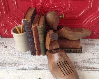 Vintage Wooden Shoe Forms, One Pair, Inustrial Chic, Cool Bookends, Shelf sitters