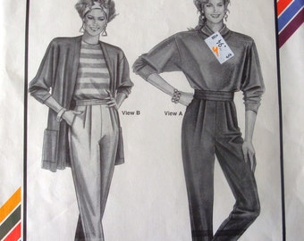 1991 Pleated Stirrup Pants and Leggings Pattern / Stretch & Sew #706, Hip Sizes 32-48