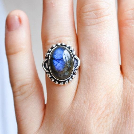 kleinen labradorit ring blau labradorit ring blauer stein. Black Bedroom Furniture Sets. Home Design Ideas