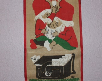 Sweet vintage retro Christmas Wall hanging Tapestry with pocket where you can place Christmas cards. Designed by Hill, Made in Sweden