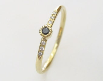 Gold Engagement Ring Central Black Diamond and white diamonds
