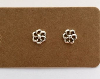 Sterling Silver Daisy Stud Earrings | Sterling silver | Daisy Earrings | Stud Earrings | Flower Earrings | Earrings | Studs | Boho