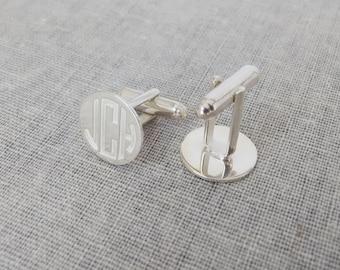 Mens Cufflinks,Wedding Cufflinks for Groom,Silver Monogram Cufflinks,Personalized Circle Cufflinks,Bride and Groom Initials Groomsman Gift
