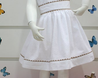 White plumeti dress for girl. With camel zigzag. Sleeveless