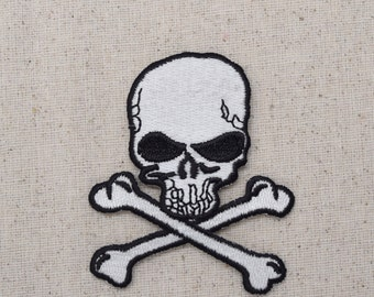 Jolly Roger - Skull and Crossbones - Iron on Applique - Embroidered Patch - AP511932