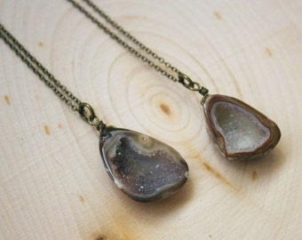Geode Necklace, Geode Cave Necklace, Agate Geode Druzy Necklace, Geode Jewelry, Crystal Jewelry, Raw Crystal Necklace, Gemstone Necklace