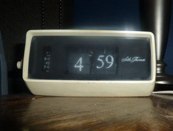 vintage flip clock seth thomas flip number speed. Black Bedroom Furniture Sets. Home Design Ideas