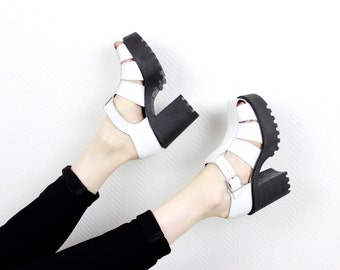 1990s Vintage Platform Sandals as NEW / 90s Strappy White Leather Chunky Black Heel Sole Buckle Up Summer Sandals / Size US 5 - 5.5  EU 37