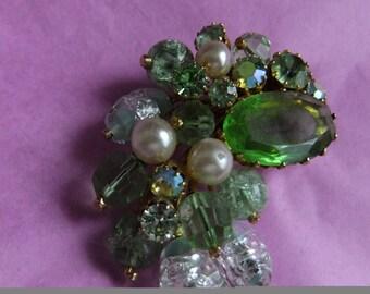 Vintage brooch pale green cluster claw set stones