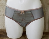 SAMPLE SALE (save 10%) — SIRAN — retro style panty — rosewood and light blue lace & dovegrey mesh — side-seam-free panty — hip size 94 cm