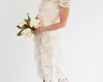 Vintage Cream Lace Tiered Ruffled Wedding Dress (Size Small)