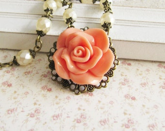Peach and cream flower necklace - beaded necklace - vintage style jewelry - bronze - for her - romantic jewelry - Europe