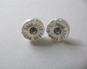 Ivory glass Stud earrings from vintage buttons, off-white button earrings, small flower post earrings, hypoallergenic sensitive ear studs