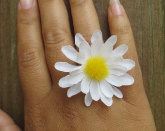 Daisy ring, white daisy ring, adjustable flower ring, daisy jewelry, accessories