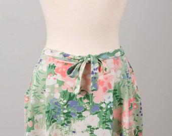 Pastel Fields of Flowers Printed Skirt with Pockets. Size Medium. Below Knee / Midi Length.