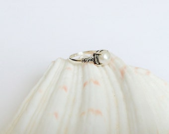 Silver White Pearl Ring/ Intricate Pearl Ring/ Engagement Pearl Ring/ Valentine's gift